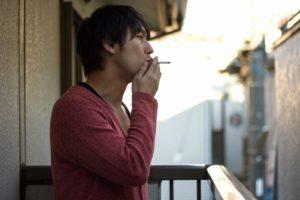 ベランダ喫煙の画像