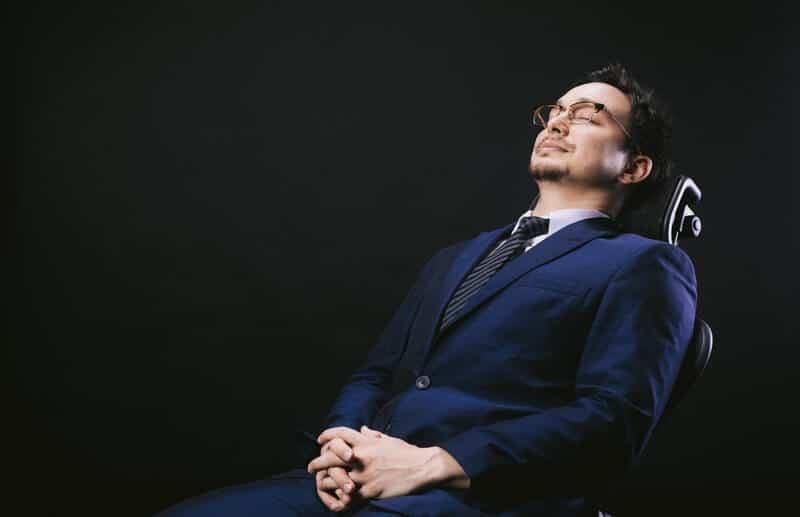 不安で椅子で寝落ち