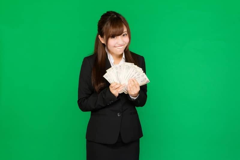副業で稼ぐ女性